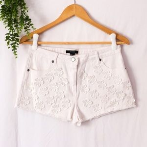 🎉3 for 10   NWOT White Floral Shorts